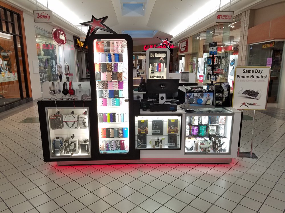 mall kiosk with phone cases